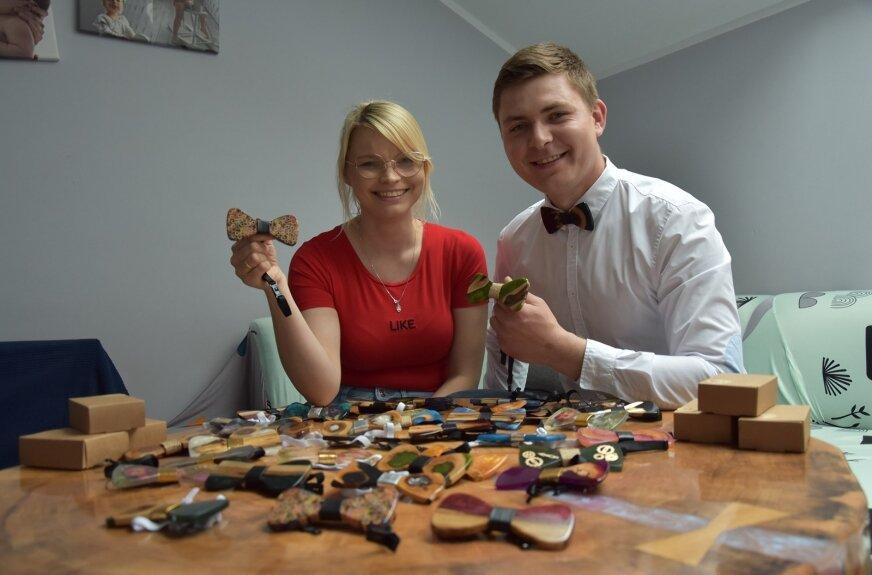 Ilona wraz z Rafałem stworzyli już kilkadziesiąt much z żywicy. Każda z nich jest unikatowa.