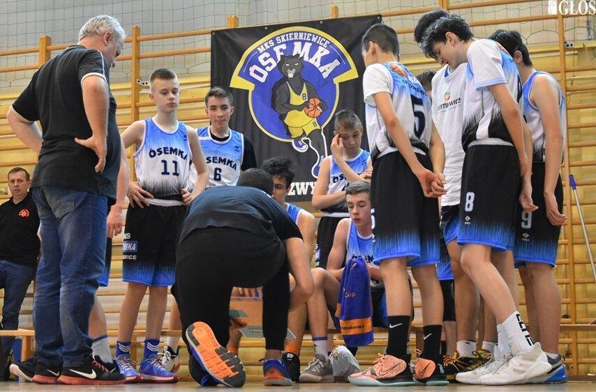 Kadeci MKS Ósemka zakończyli sezon 2020/2021. Co prawda nie awansowali do półfinału mistrzostw Polski, ale po latach zdetronizowali ŁKS i zostali mistrzami województwa.