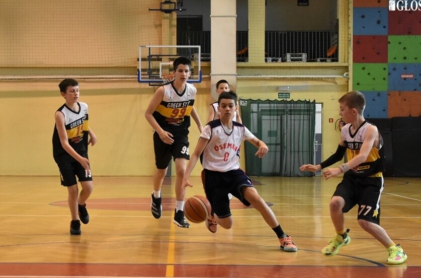 Młodzicy MKS Ósemka już w drugim spotkaniu turnieju ćwierćfinałowego zapewnili sobie awans do półfinału mistrzostw Polski w koszykówce młodzików U13.
