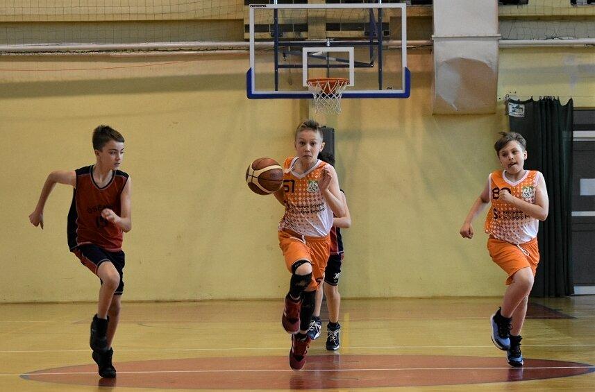 Za nami kolejne derby miasta w najmłodszych ligach koszykówki.