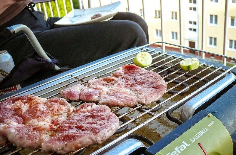 Mieszkańcom marzy się kawka na balkonie, weekendowe grillowanie, czy zwyczajnie – przestrzeń do suszenia prania. Zazdrośnie spoglądają na bloki wyposażone w balkony.