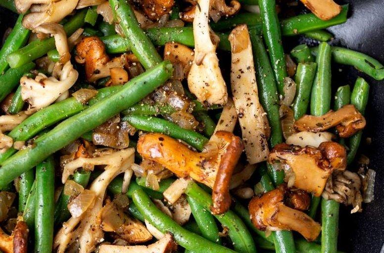 Fasolka szparagowa z grzybami i boczkiem