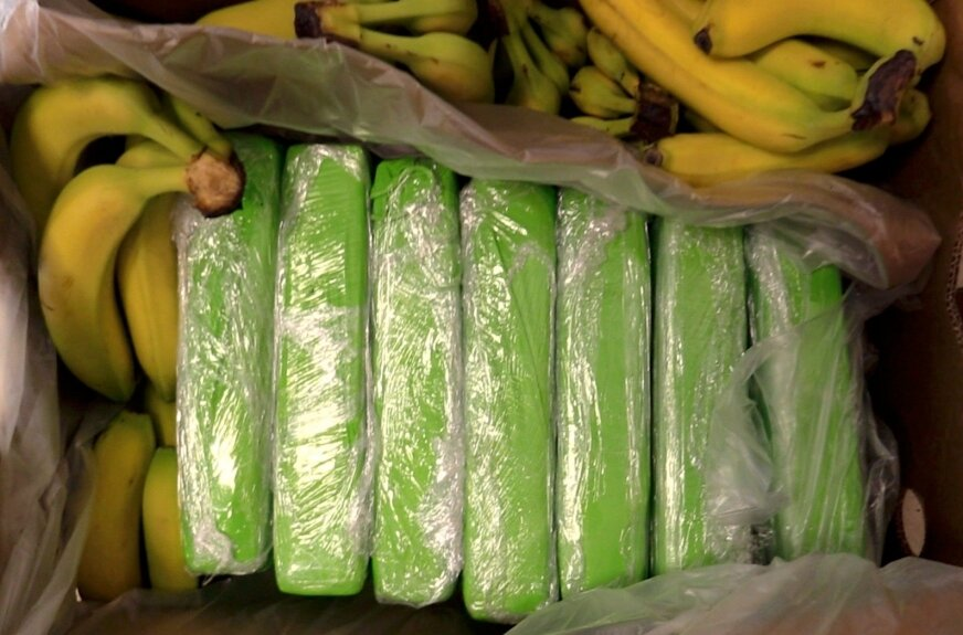 Do marketów trafiły banany, w których ukryto narkotyki.