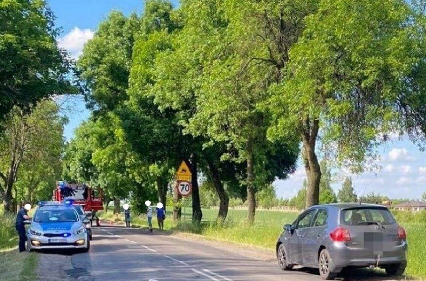 45-latka weszła zza stojącego na poboczu auta, wprost pod jadący samochód