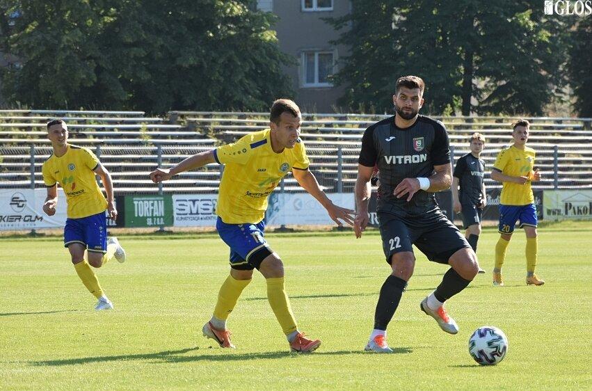 Unia podzieliła się punktami w meczu grupy mistrzowskiej III ligi ze Zniczem Biała Piska. Dla ekipy ze Skierniewic środowe (16.06) spotkanie było ostatnim w sezonie 2020/2021 przed własną publicznością.