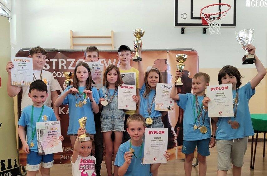 Reprezentacja Klubu Szachowego Piątka podczas mistrzostw województwa łódzkiego.