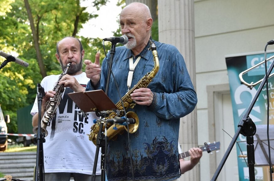 W altanie parku miejskiego zagrał O.P. New Orleans Blues Band.