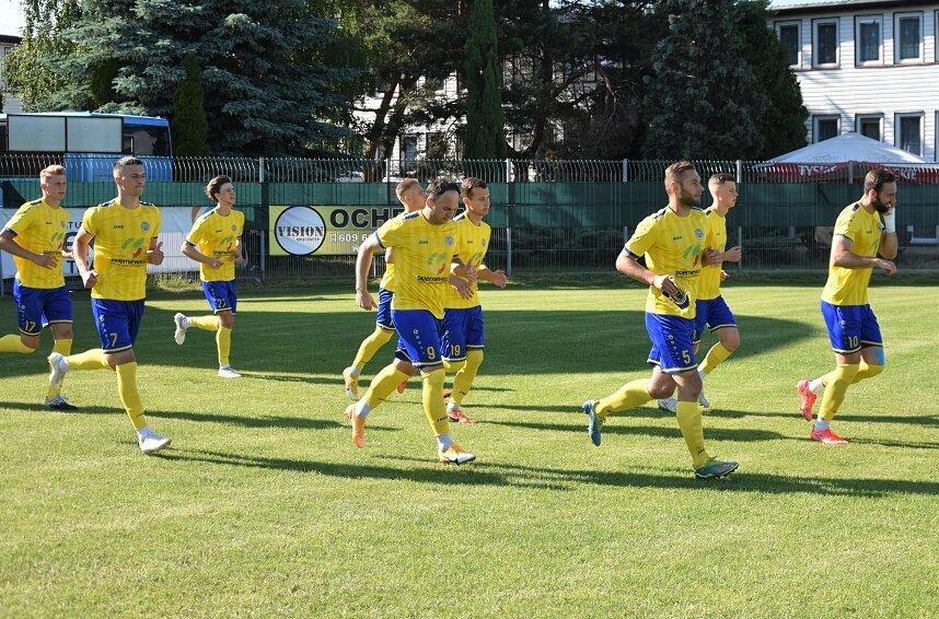Unia Skierniewice zakończyła sezon 2020/2021 na 5. miejscu w tabeli I grupy III ligi. We wtorek (22.06) drużyna stanie przed historyczną szansą sięgnięcia po puchar wojewódzki po raz trzeci z rzędu.