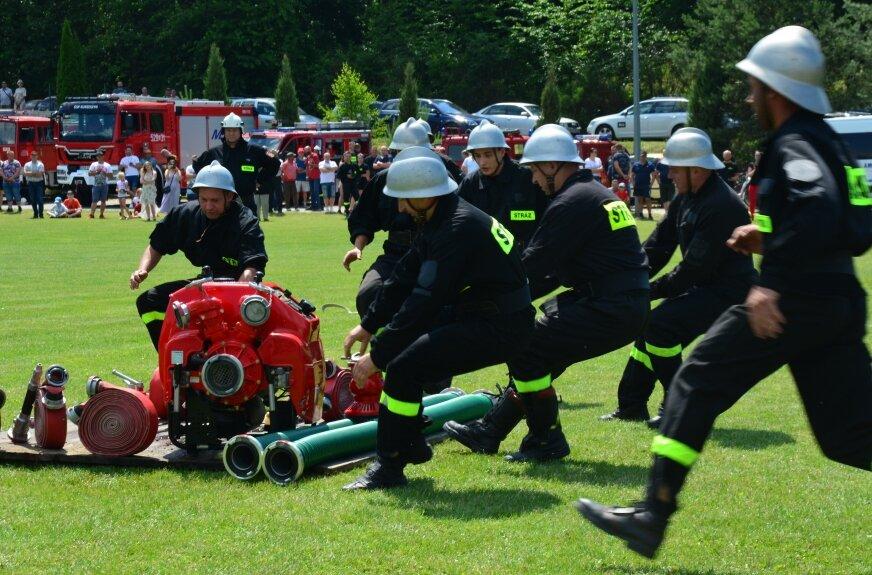 Emocje większe niż na meczu piłkarskim. Zawody strażackie w Wołuczy. ZDJĘCIA