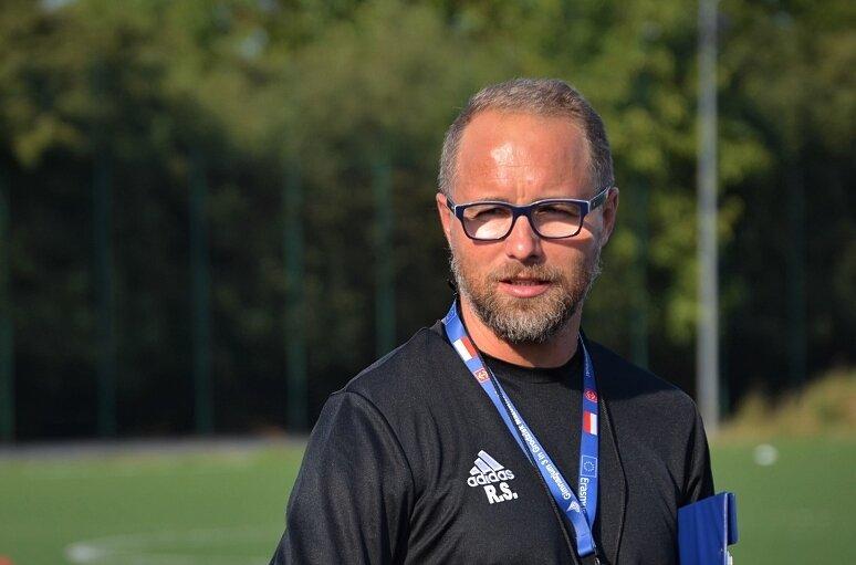 Rafał Smalec był trenerem Unii Skierniewice przez 4 ostatnie sezony. Wprowadził drużynę do III ligi, trzykrotnie zdobył z nią puchar Polski na szczeblu województwa.