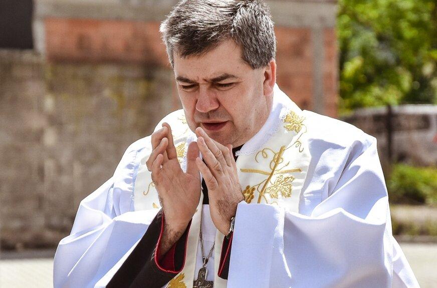 """Biskup Osial: """"Nie boję się krytyki. Razem szukajmy prawdy"""""""