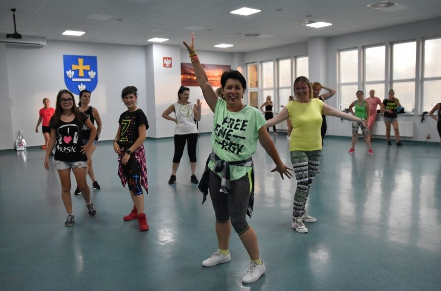 W poniedziałkowe popołudnie (12.07) skierniewiczanki ćwiczyły na sali OSiR.