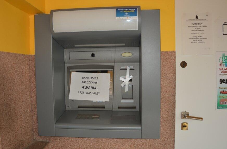 Pięciomiesięczne czekanie na bankomat