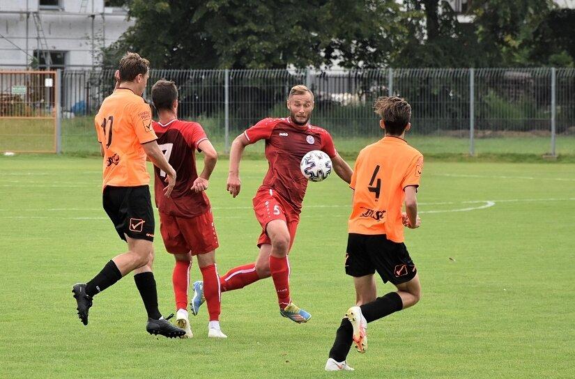Konrad Kowalczyk, kapitan Unii, zdobył w sobotnim sparingu jedną z bramek dla swojej ekipy.