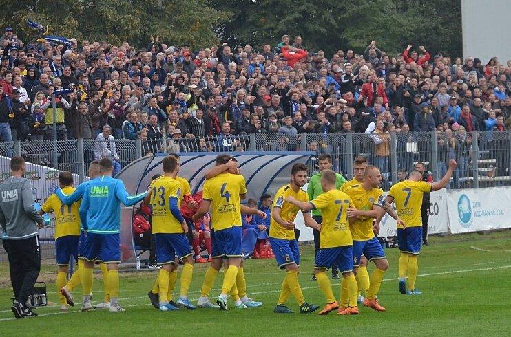 Po meczach z Piastem Gliwice (na zdj.) i Widzewem Łódź, Unia Skierniewice czeka na rywala w kolejnej edycji pucharowej rywalizacji na poziomie 1/32 pucharowych rozgrywek.
