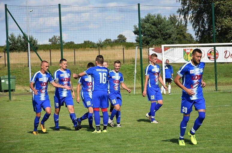 Manchatan Nowy Kawęczyn notuje udany początek sezonu 2021/2022. Zespół dotarł do finału Pucharu Starosty Skierniewickiego i jest już w trzeciej rundzie pucharu Polski. Ponadto, w okręgówce zajmuje pozycję wicelidera.