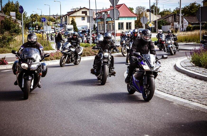 Parada motocyklistów w Skierniewicach.