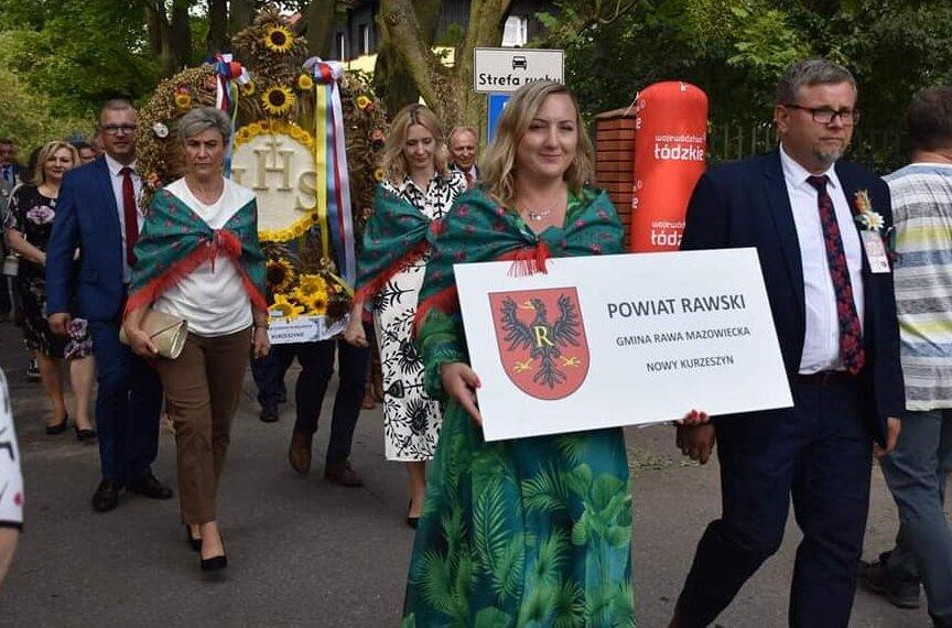 Reprezentacja KGW z Kurzeszynie uczestniczyła w  Dożynkach Wojewódzkich 2021 w Rogowie.