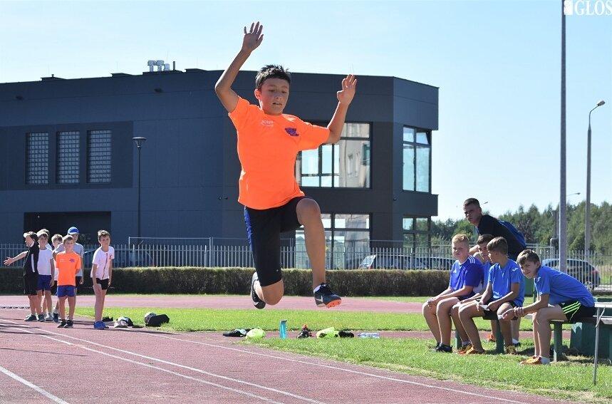 Około 300 dzieci wzięło udział w pierwszym etapie 26. edycji cyklu Czwartki Lekkoatletyczne.