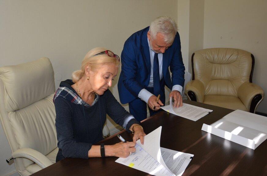 Umowę podpisali Krystyna Aldridge-Holc, prezes Fundacji Polsat i Jacek Kaniewski, dyrektor skierniewickiego szpitala.