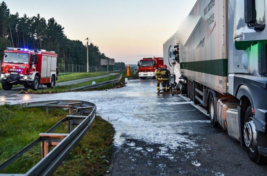 Rozlane paliwo na A2. Utrudnienia w kierunku Warszawy