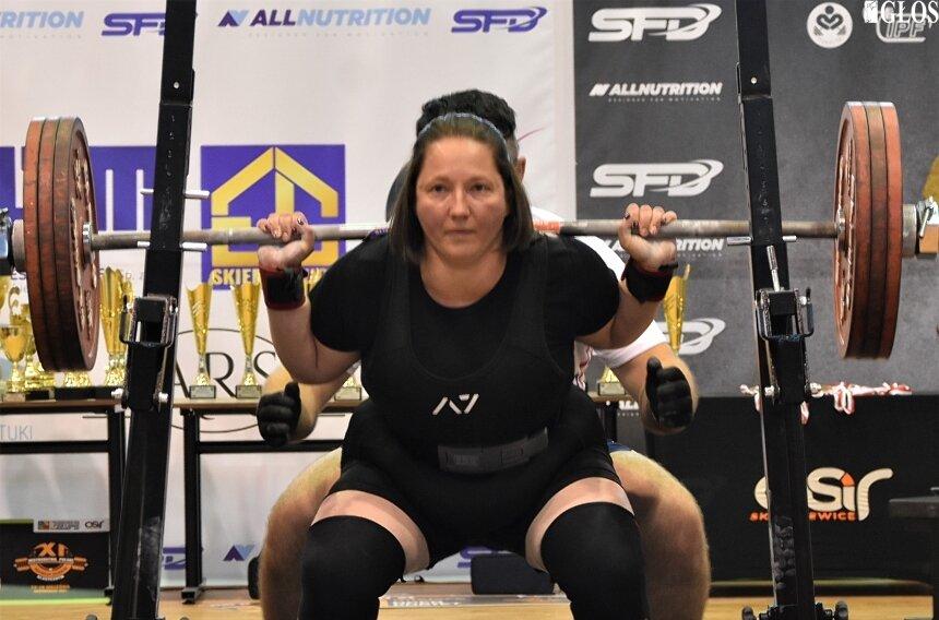Anna Wieczorek wywalczyła tytuł Mistrzyni Polski w Trójboju Siłowym Klasycznym Kobiet. Podopieczna Arkadiusza Plaskoty ustanowiła nowy rekord kraju w przysiadzie.