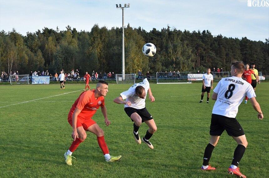 Jutrzenka Drzewce dzięki wygranej z Olimpią Jeżów jest wiceliderem rozgrywek w IV grupie okręgówki.