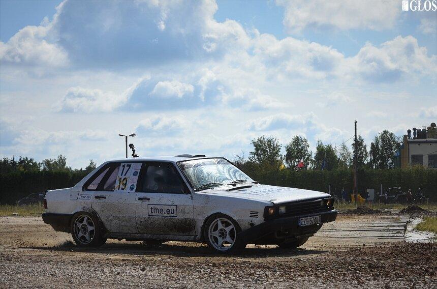 Po kilku miesiącach do Skierniewic ponownie zawitają miłośnicy rajdów samochodowych.