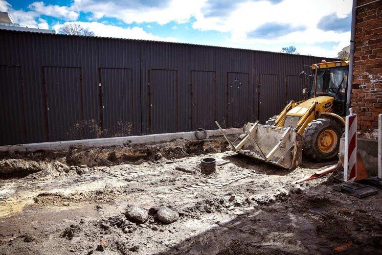 Kończą budowę drugiej części parkingu [ZDJĘCIA]