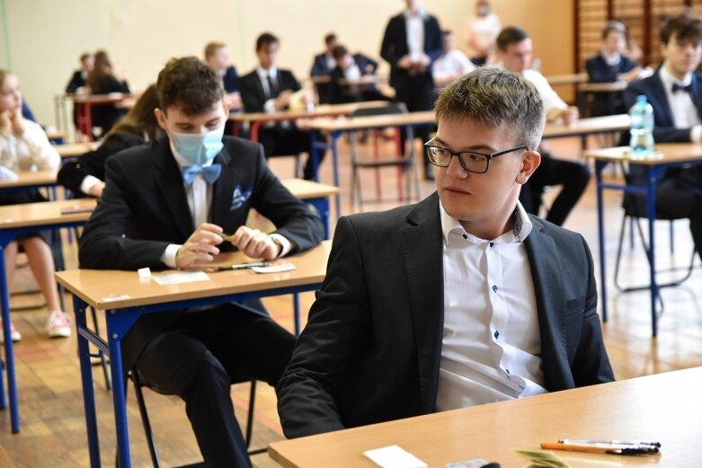 W Liceum Ogólnokształcącym im. B. Prusa egzamin piszą aż w 12 salach