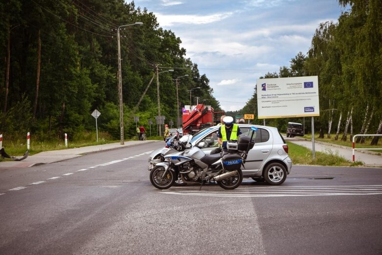 Opel dachował na ulicy Skłodowskiej [ZDJĘCIA]