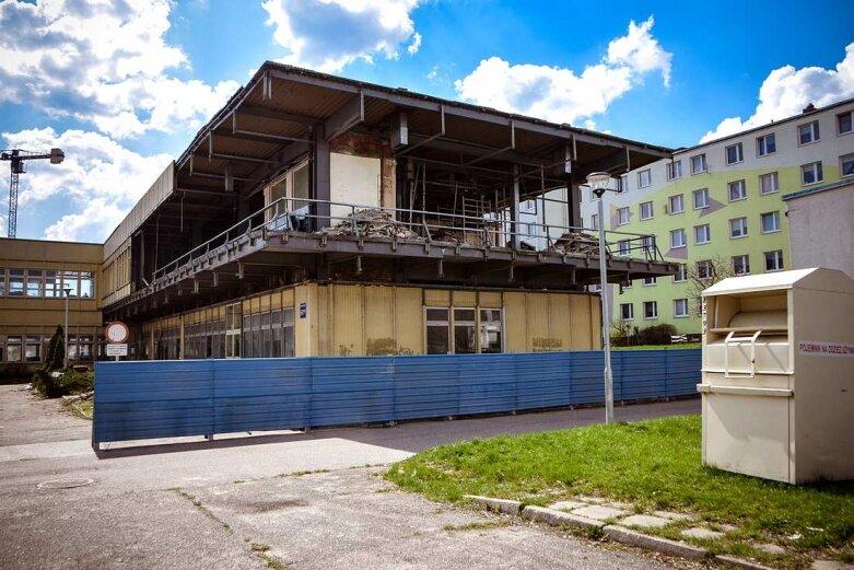 W Skierniewicach znika dawna siedziba skarbówki