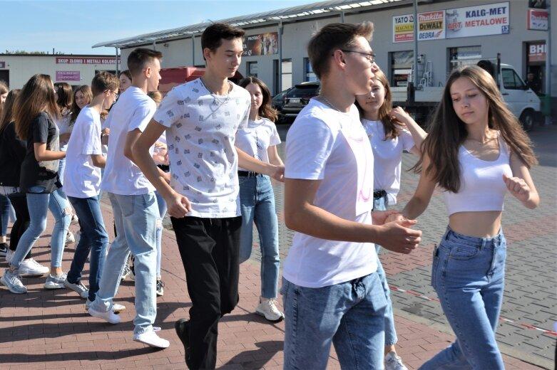 Zdaniem organizatorów w akcji uczestniczyło 500 uczniów ze wszystkich rawskich szkół.