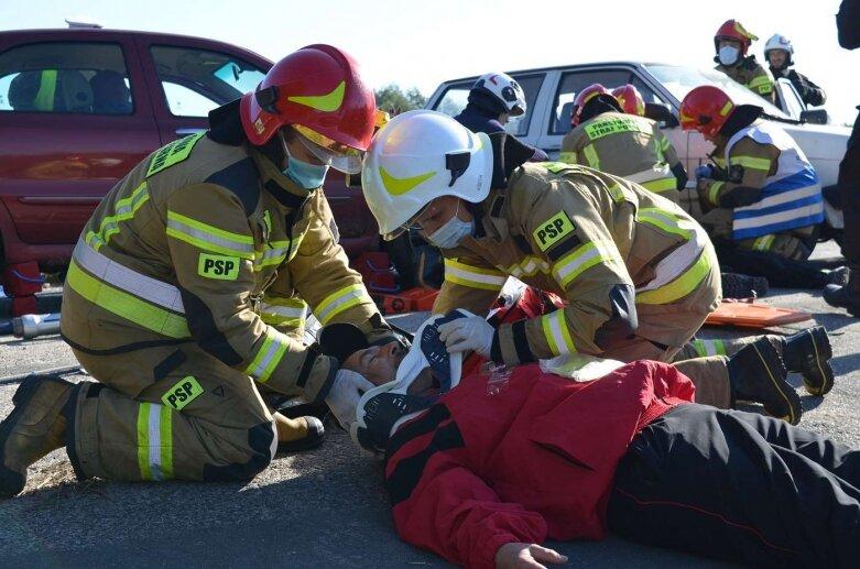 10 osób rannych w wypadku w Regnowie. Na szczęście, to tylko ćwiczenia [ZDJĘCIA]